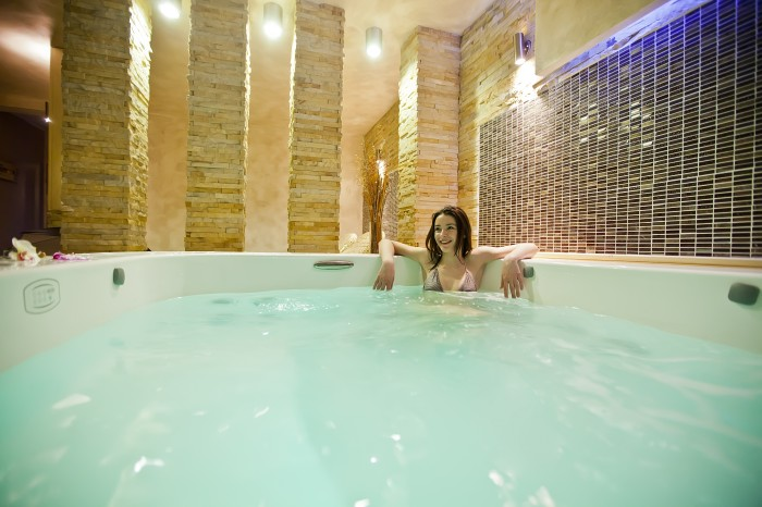 Get a top brand hot tub installed at home !